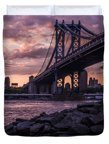 Nyc- Manhatten Bridge At Night Duvet Cover