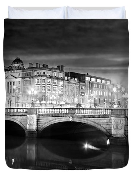Duvet Cover featuring the photograph O Connell Bridge At Night - Dublin - Black And White by Barry O Carroll