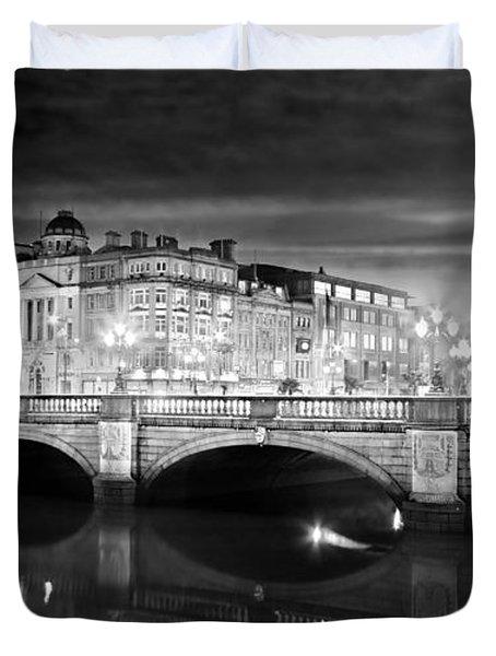 O Connell Bridge At Night - Dublin - Black And White Duvet Cover