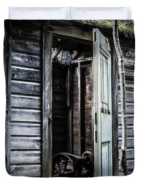 Old Abandoned Well House With Door Ajar Duvet Cover by Edward Fielding