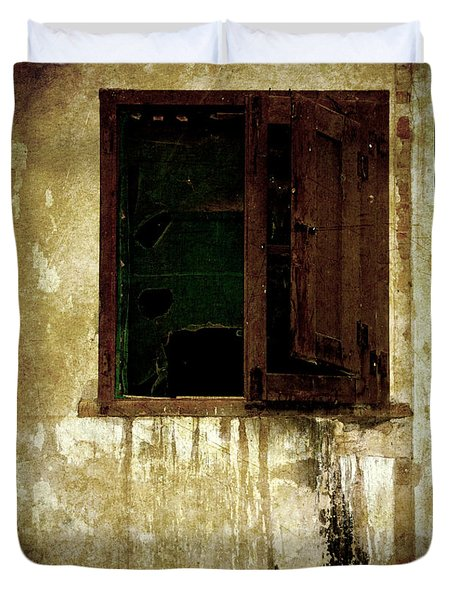 Old And Decrepit Window Duvet Cover by RicardMN Photography