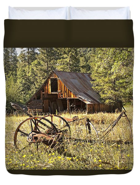 Old Barn And Plow Duvet Cover