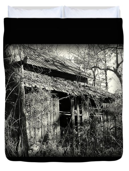 Old Barn In Black And White Duvet Cover