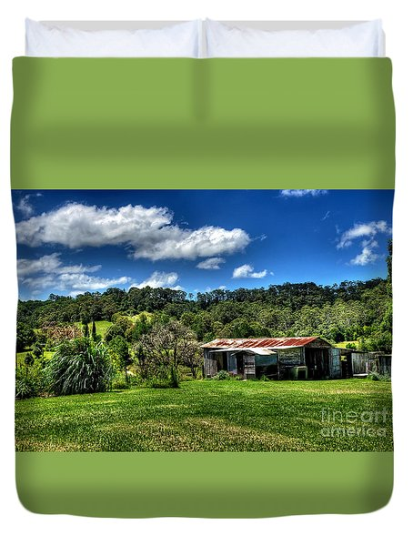 Old Barn In Lush Green Countryside Duvet Cover by Kaye Menner
