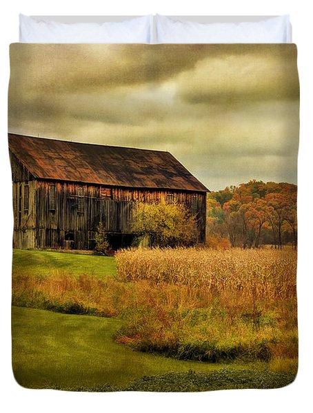 Old Barn In October Duvet Cover