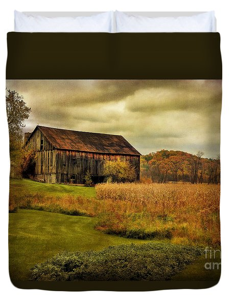 Old Barn In October Duvet Cover