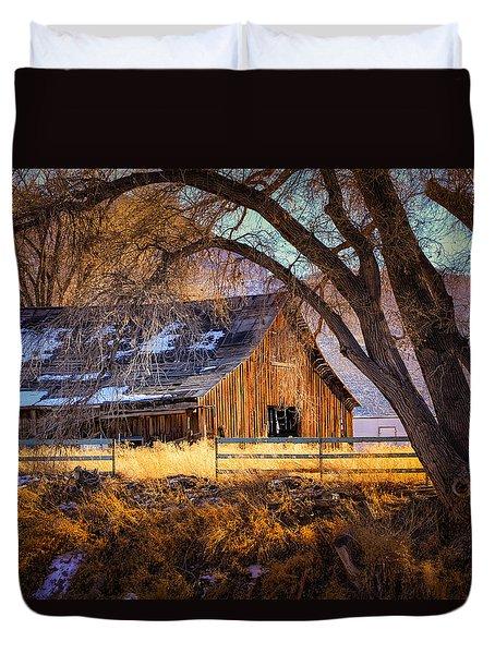 Old Barn In Sparks Duvet Cover