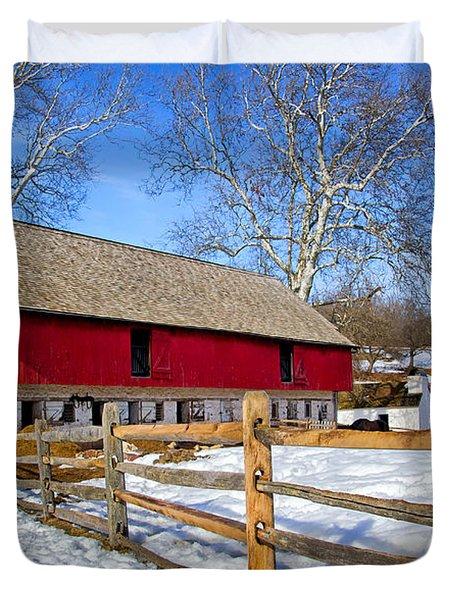 Old Barn In Winter Duvet Cover