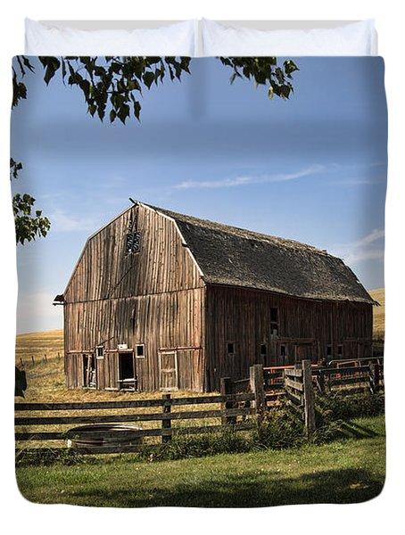 Old Barn On The Palouse Duvet Cover