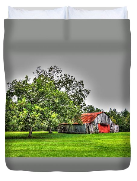 Old Barn With Red Door Duvet Cover