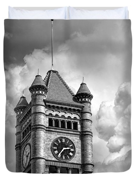 Old Dupage County Courthouse Clouds Black And White Duvet Cover