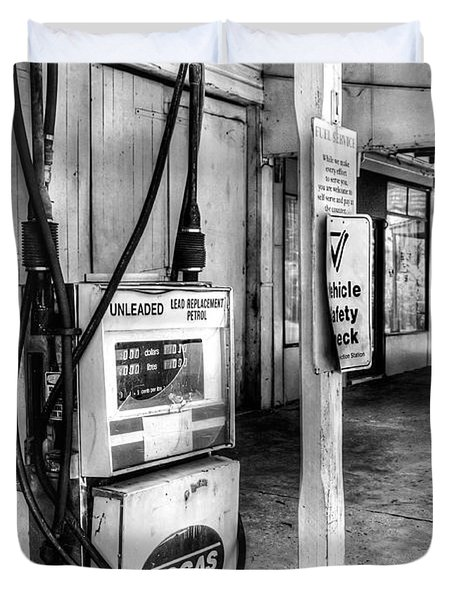 Old Fuel Pump - Black And White Duvet Cover by Kaye Menner