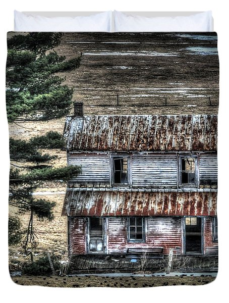 Old Home Place With Birds In Front Yard Duvet Cover by Dan Friend