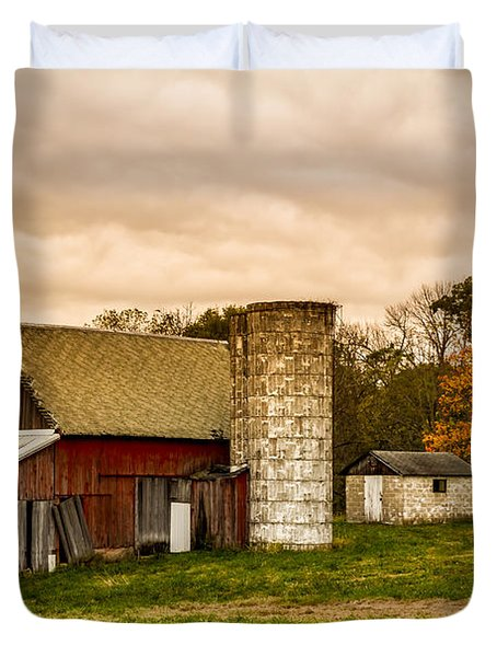 Old Red Barn And Silo Duvet Cover
