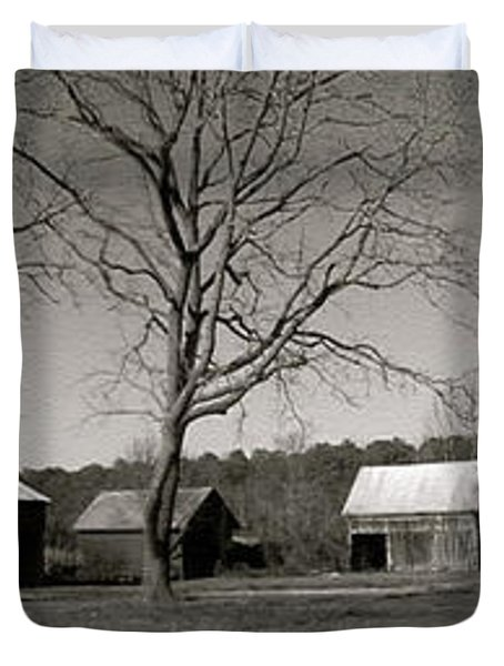 Old Red Barn In Black And White Long Duvet Cover