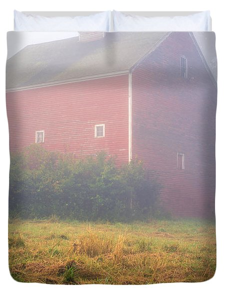 Old Red Barn In Fog Duvet Cover by Edward Fielding
