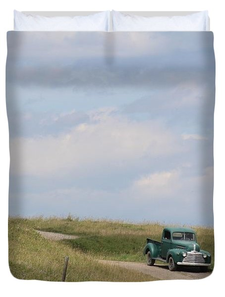 Duvet Cover featuring the photograph Old Truck by Ann E Robson