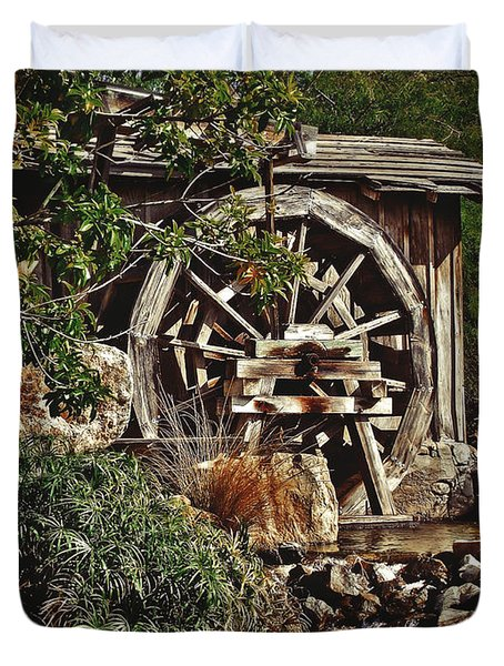 Duvet Cover featuring the photograph Old Water Wheel by Elaine Malott