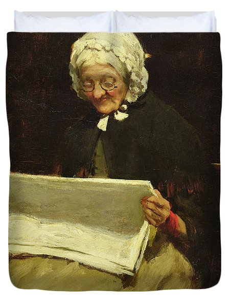 Old Woman Reading A Newspaper, 1895 Duvet Cover