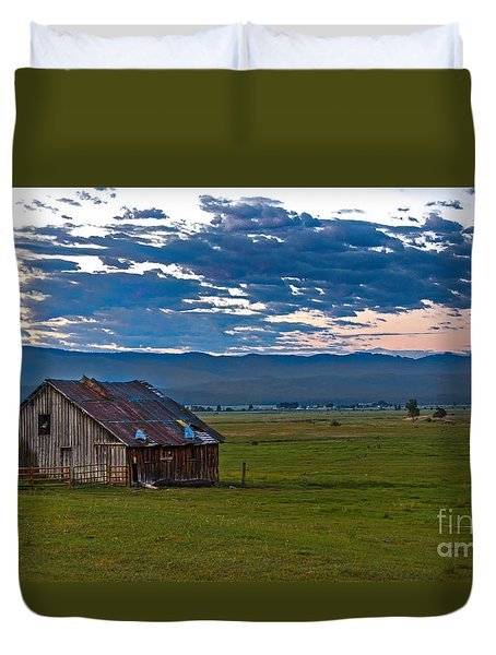 Old Working Barn Duvet Cover by Robert Bales