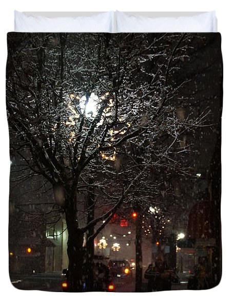On A Walk In The Snow - Grants Pass Duvet Cover by Mick Anderson