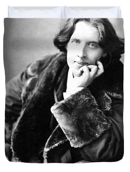 Oscar Wilde In His Favourite Coat 1882 Duvet Cover by Napoleon Sarony