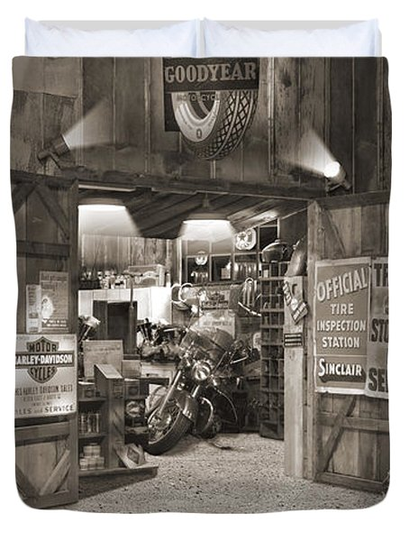 Outside The Old Motorcycle Shop - Spia Duvet Cover