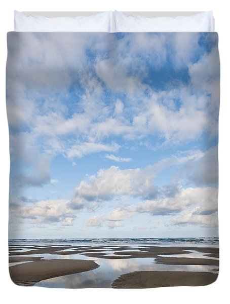 Pacific Ocean Beach At Low Tide Duvet Cover