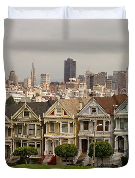 Painted Ladies Row Houses And San Francisco Skyline Duvet Cover