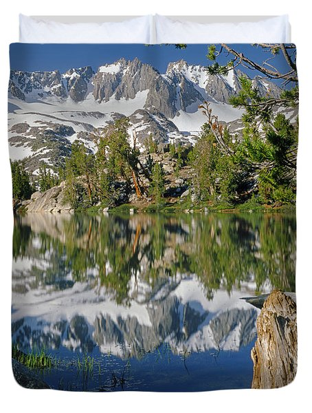 2m6443-v-palisade Peaks And Summit Lake V Duvet Cover