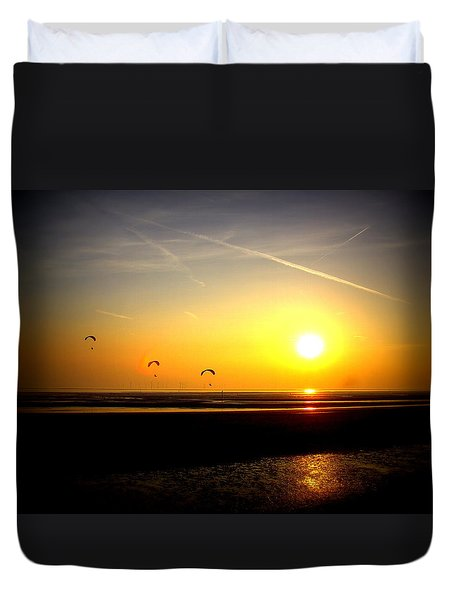 Paragliders At Sunset Duvet Cover
