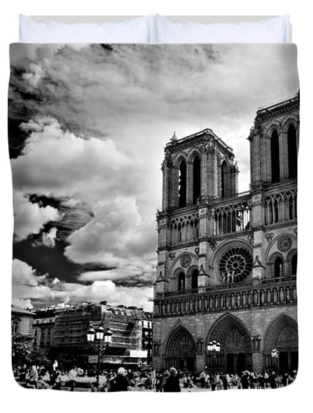 Duvet Cover featuring the photograph Parvis Notre Dame / Paris by Barry O Carroll