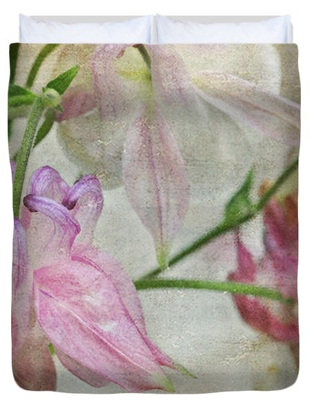 Duvet Cover featuring the photograph Pastel Columbines by Peggy Collins