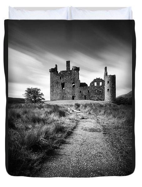 Path To Kilchurn Castle Duvet Cover