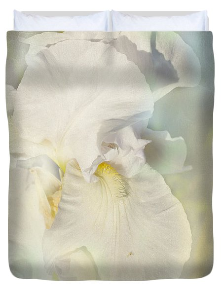 Duvet Cover featuring the photograph Pearl by Elaine Teague