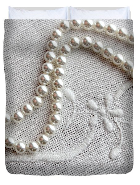 Pearls And Old Linen Duvet Cover by Barbara Griffin