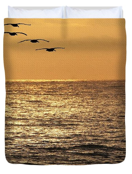 Duvet Cover featuring the photograph Pelicans Ocean And Sunsetting by Tom Janca
