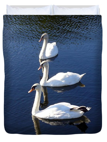 Duvet Cover featuring the photograph Perfect Family Gathering by Lingfai Leung
