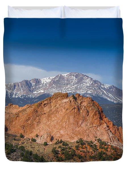 Pikes Peak Behind Garden Of The Gods Duvet Cover by Ernie Echols