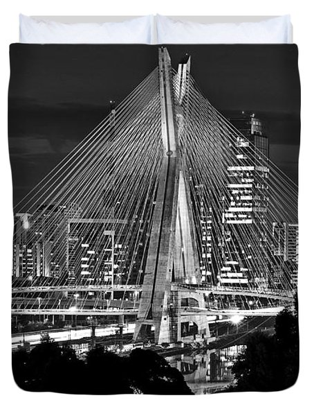 Sao Paulo - Ponte Octavio Frias De Oliveira By Night In Black And White Duvet Cover