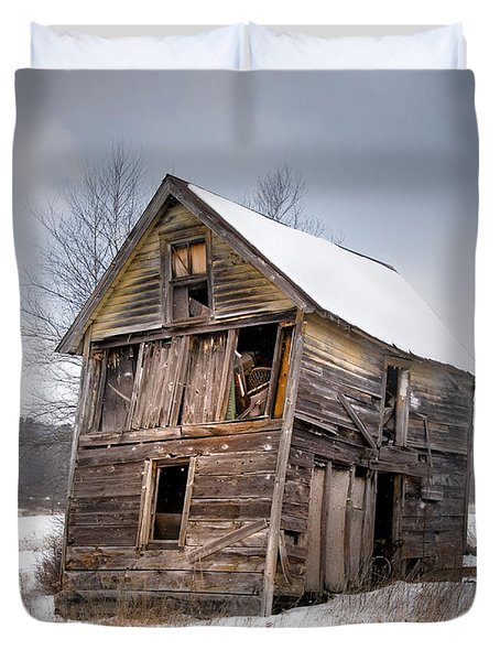 Portrait Of An Old Shack - Agriculural Buildings And Barns Duvet Cover by Gary Heller