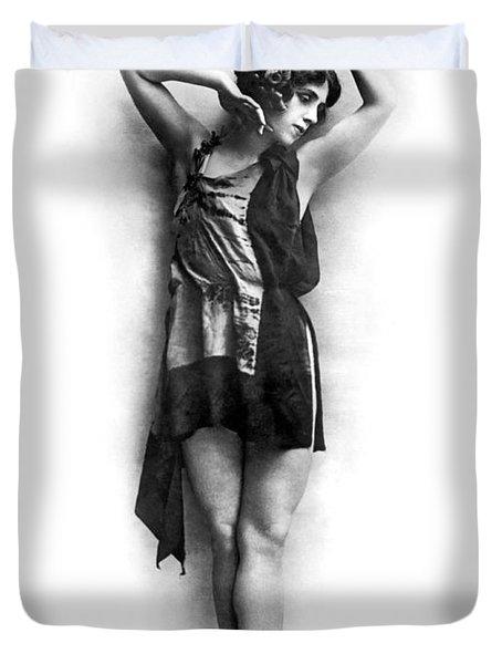 Portrait Of Dancer Agnes Boone Duvet Cover by Underwood Archives