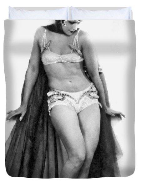 Portrait Of Exotic Dancer Duvet Cover by Underwood Archives