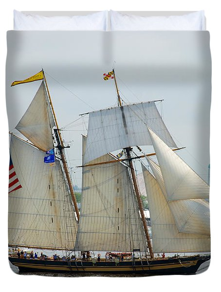 Pride Of Baltimore II Passing By Fort Mchenry Duvet Cover by Mark Dodd