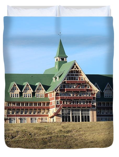 Duvet Cover featuring the photograph Prince William Hotel by Ann E Robson