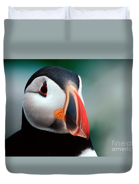 Duvet Cover featuring the photograph Puffin Head Shot by Jerry Fornarotto