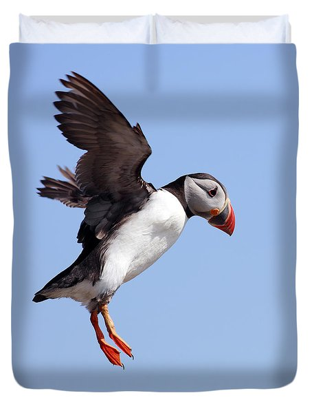 Puffin In Flight Duvet Cover