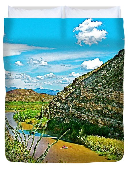 Rafting In Santa Elena Canyon In Big Bend National Park-texas Duvet Cover