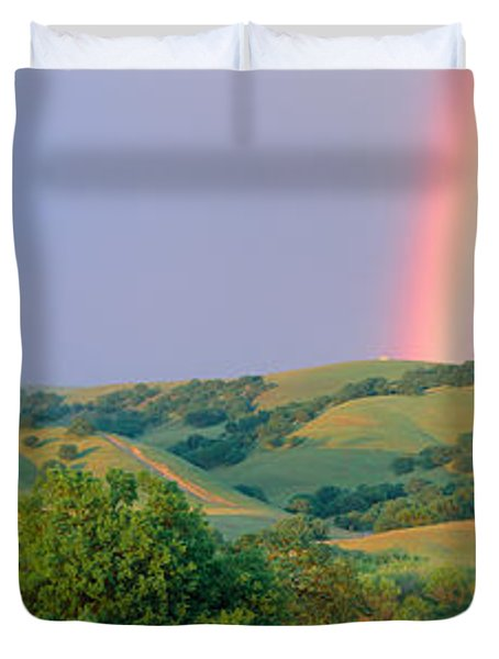 Rainbow And Rolling Hills In Central Duvet Cover