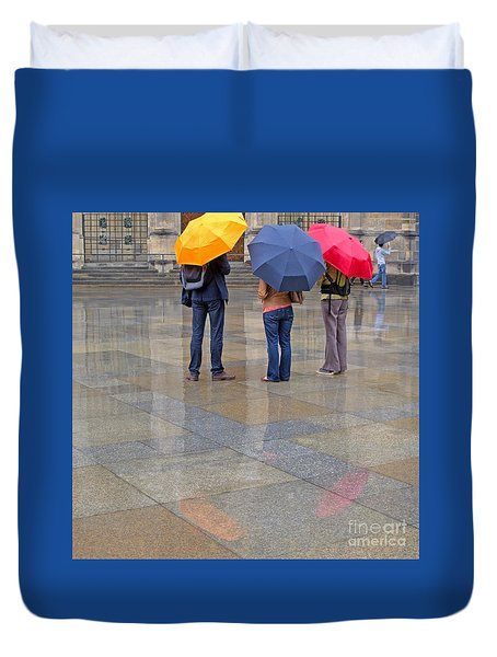 Rainy Day Tourists Duvet Cover by Ann Horn